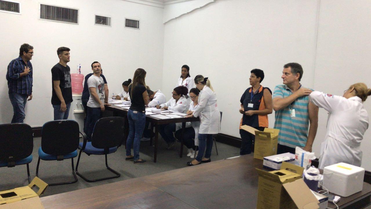 Alunos de Enfermagem participam da Ação de Intesificação da vacina para Febre amarela - Universo São Gonçalo 2