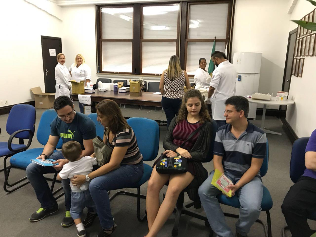 Alunos de Enfermagem participam da Ação de Intesificação da vacina para Febre amarela - Universo São Gonçalo 4