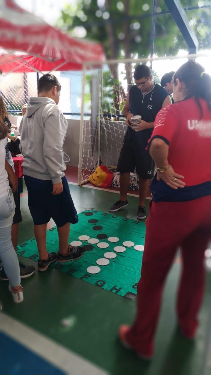 Universo-Campos realiza atividades práticas com estudantes em feira de profissões 8